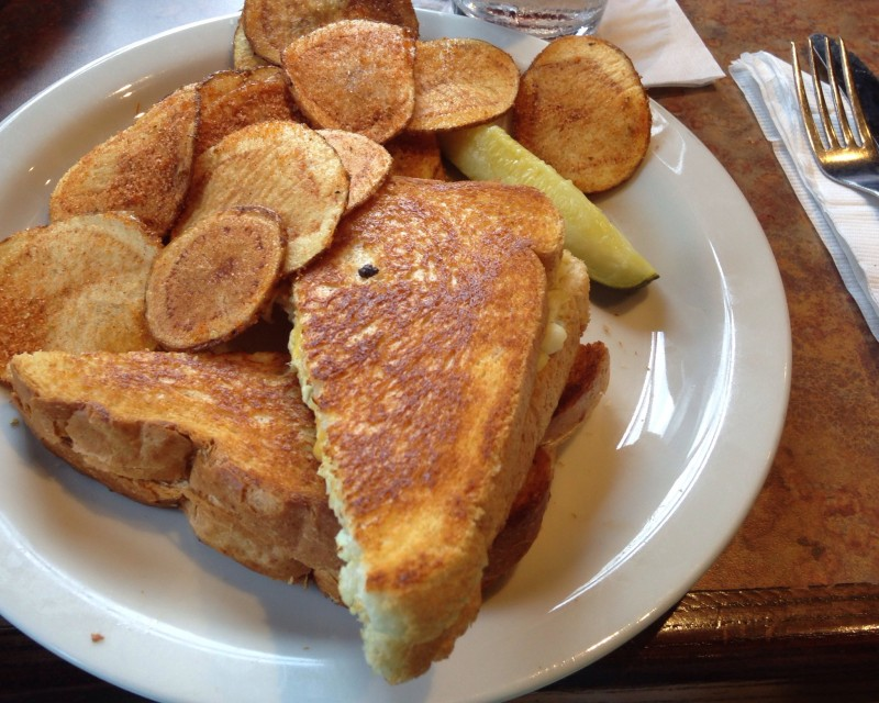 The Big Chill and Grill is a popular bar on Chattanooga's North Shore that offers great food in an atmosphere that is family-friendly during the day. | restaurant review from Chattavore.com