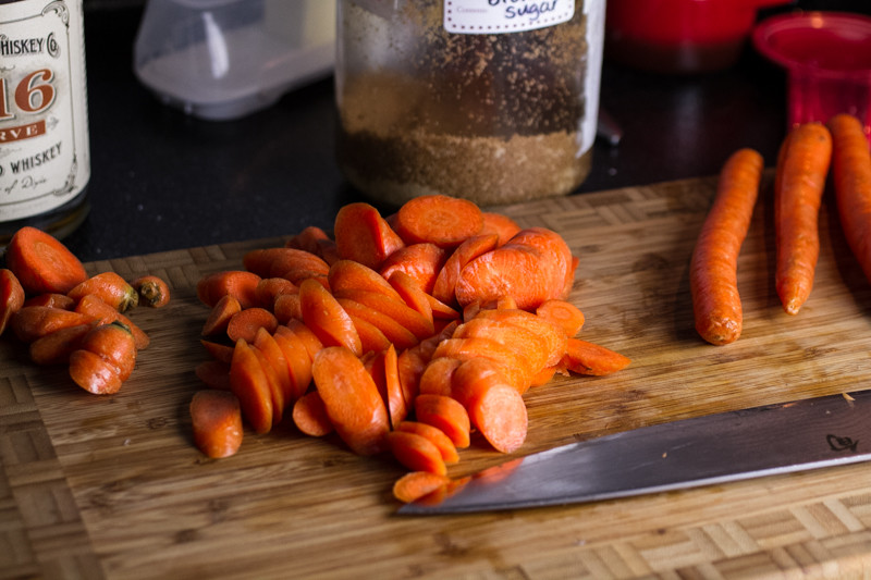 If you need a simple and delicious side dish, whiskey glazed carrots from @chattavore are a perfect-and inexpensive-choice!