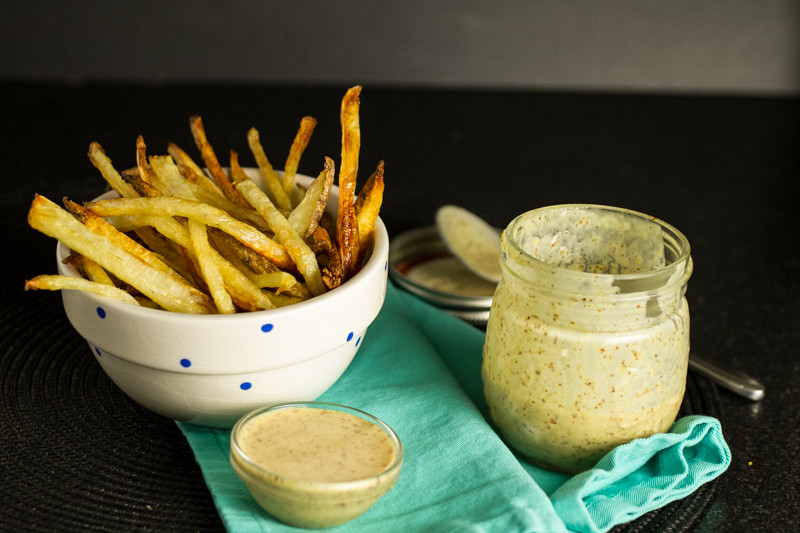 Homemade honey mustard dipping sauce is an incredibly quick and simple recipe that tastes just as good as store-bought varieties! | recipe from chattavore.com