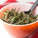 Quick Southern green beans give you the flavor of long-simmered traditional Southern green beans in barely over half an hour! #greenbeans #southernfood #southerncooking #sidedishes | Recipe from Chattavore.com
